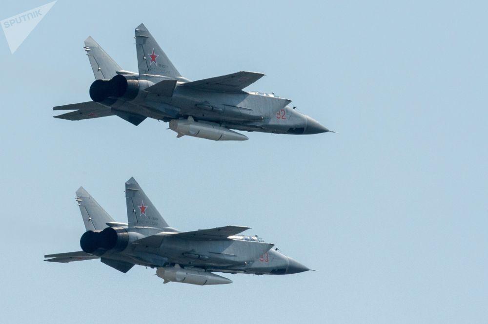 O primeiro ensaio da parte aérea do desfile militar do Dia da Vitória foi realizado na manhã de sexta-feira (4) em Moscou