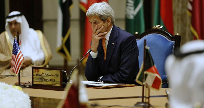 Ex-secretário de Estado dos EUA John Kerry durante reunião do Conselho de Cooperação do Golfo, Manama (foto de arquivo)