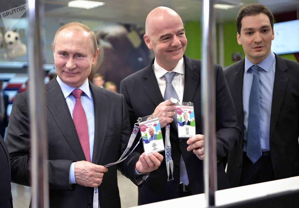 Presidente da Rússia, Vladimir Putin, e o dirigente da FIFA, Gianni Infantino, na cidade russa de Sochi, nas vésperas da Copa do Mundo 2018 na Rússia