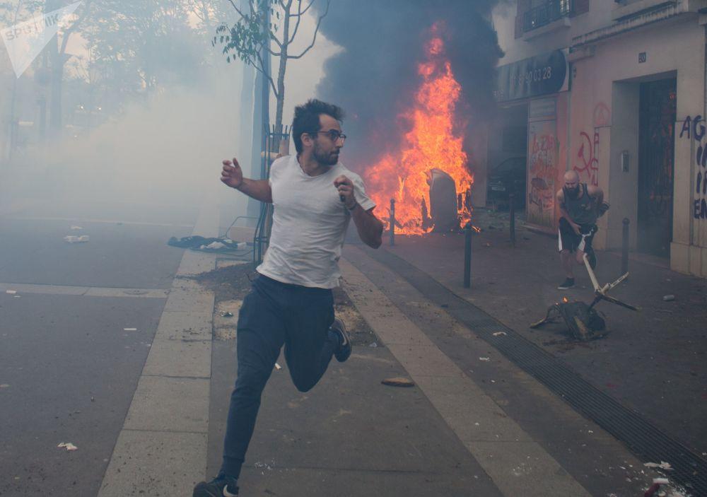 Confrontos após as manifestações do Dia do Trabalhador em Paris, em 1º de maio