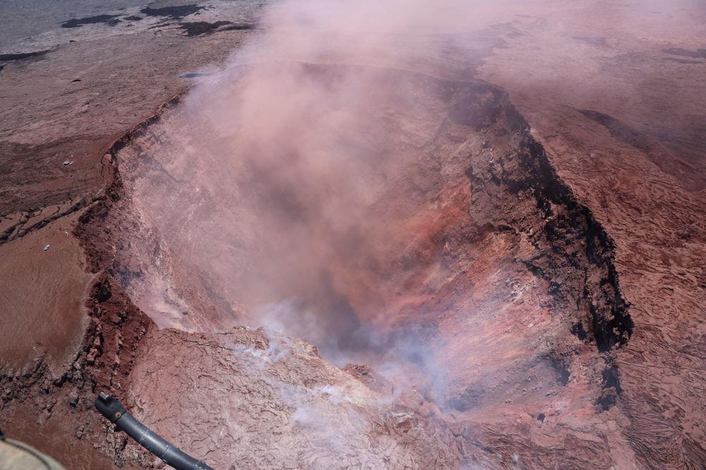 Cratera do vulcão Kilauea, no Havaí, que entrou em erupção após uma série de pequenos terremotos nos últimos dias