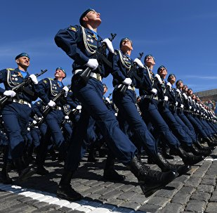 Militares da Força Aeroespacial desfilando na Parada da Vitória na Praça Vermelha, 9 de maio de 2018