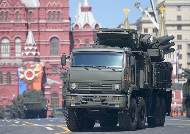 Sistema de mísseis terra-ar Pantsir-S na Praça Vermelha em Moscou