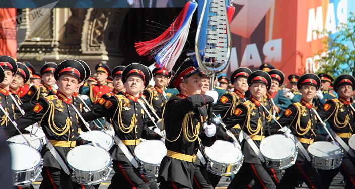 Estudantes da Escola de Música Militar do Ministério da Defesa da Rússia participam do desfile do Dia da Vitória, da Praça Vermelha, em 9 de maio de 2018