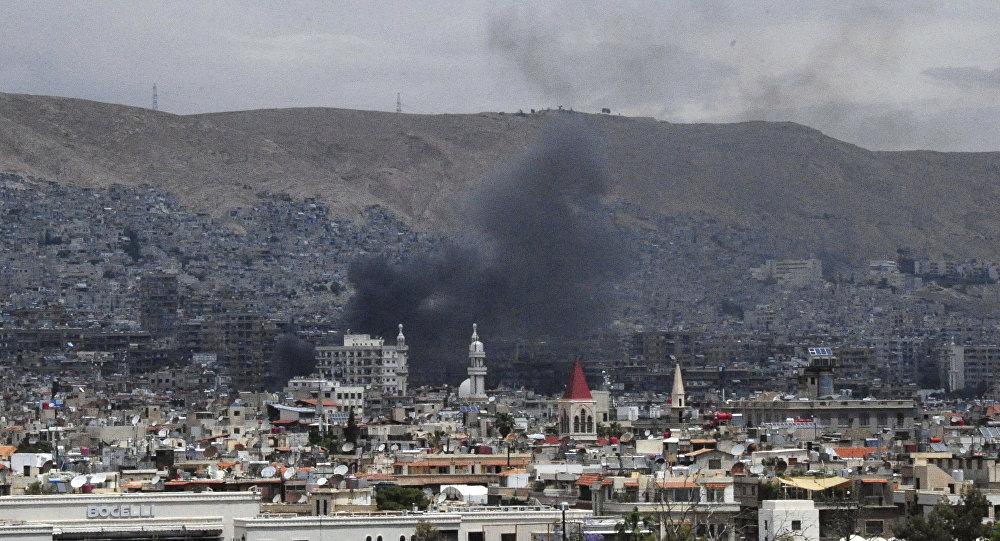 Damasco após bombardeamentos, supostamente por terroristas do Daesh (foto de arquivo)