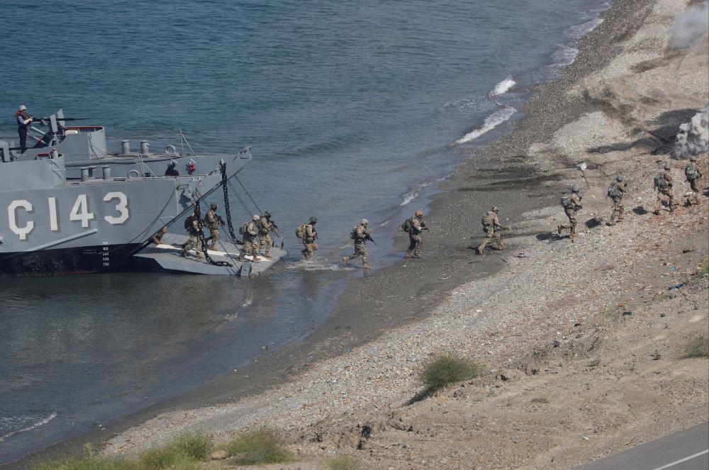 Fuzileiros dos EUA participam do treinamento em conjunto com os fuzileiros turcos