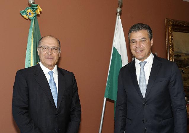 Tucano Beto Richa (à dir.) ao lado do presidenciável Geraldo Alckmin