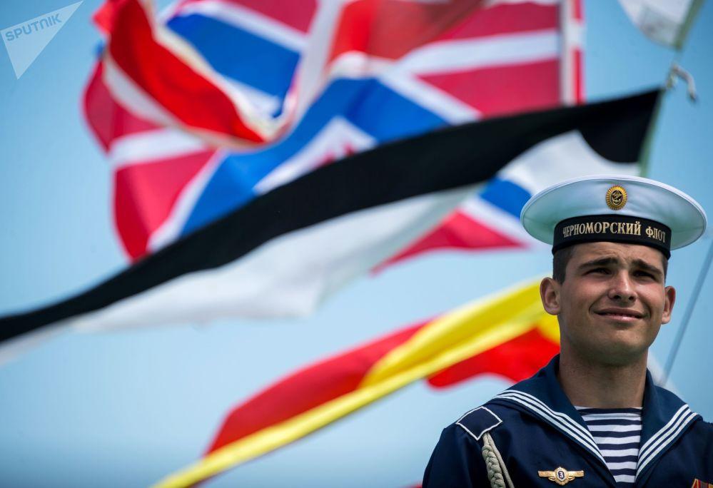 Um dos marinheiros durante o aniversário da Frota