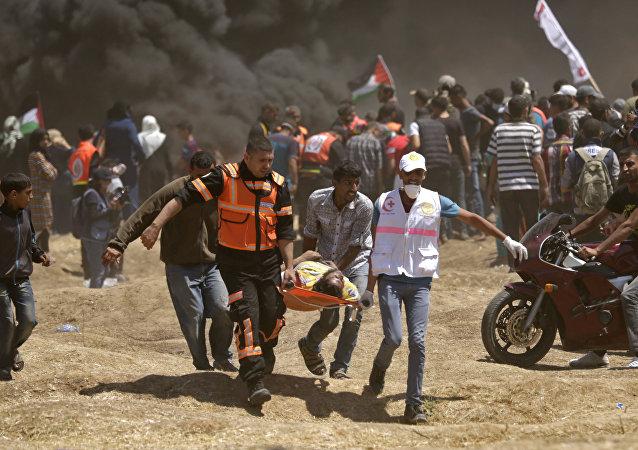 Confronto na fronteira perto da Faixa de Gaza deixa manifestante palestino ferido após ataque das forças israelenses em 14 de maio de 2018