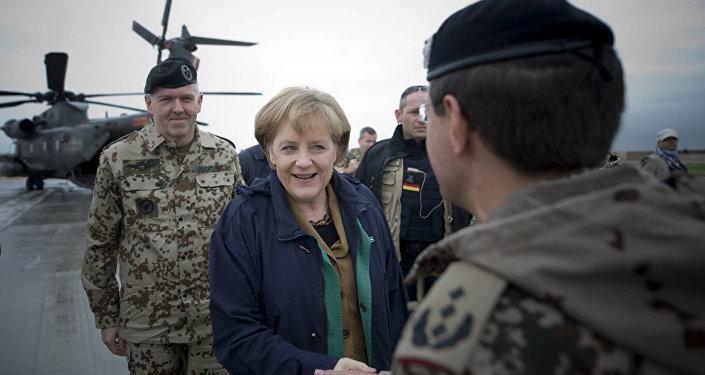 Chanceler Angela Merkel visita tropas alemãs no Afeganistão