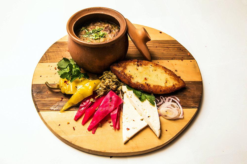 Lobio de Luxe do restaurante Khmeli Suneli em Samara