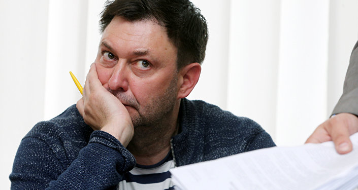 O jornalista Kirill Vyshinsky, diretor da agência estatal russa de notícias RIA Novosti Ucrânia, participa de uma audiência preliminar em Kherson, Ucrânia, em 17 de maio de 2018