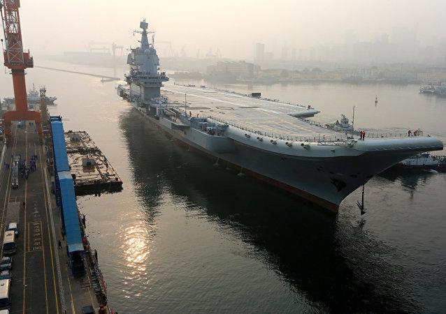 O primeiro porta-aviões fabricado na China