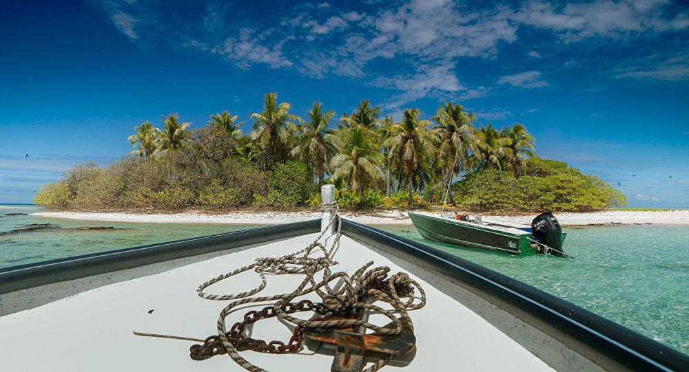 Um barco perto do atol de Toau, a cerca de 400 quilômetros do Taiti, Polinésia Francesa, 14 de outubro de 2015