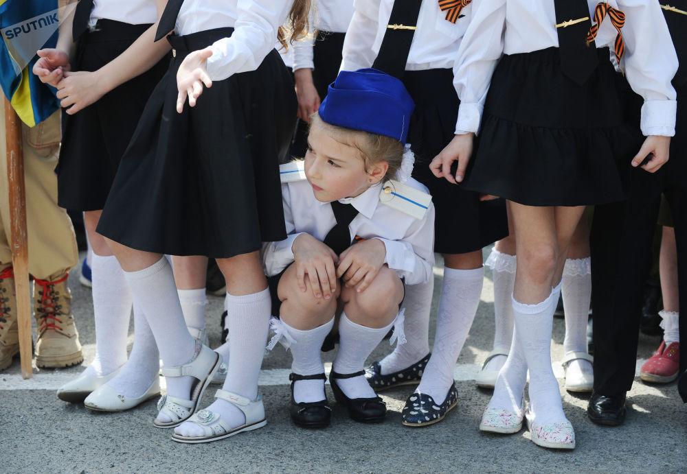 Participantes do desfile Exército Infantil na cidade de Rostov-no-Don, no âmbito dos festejos do Dia da Vitória