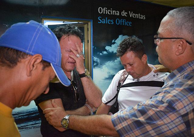 Familiares dos passageiros que estavam a bordo do Boeing 737 acidentado em Havana