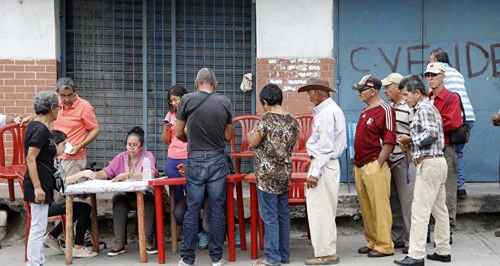Cidadãos venezuelanos votam nas presidenciais em 20 de maio de 2018, na cidade de Barquisimeto