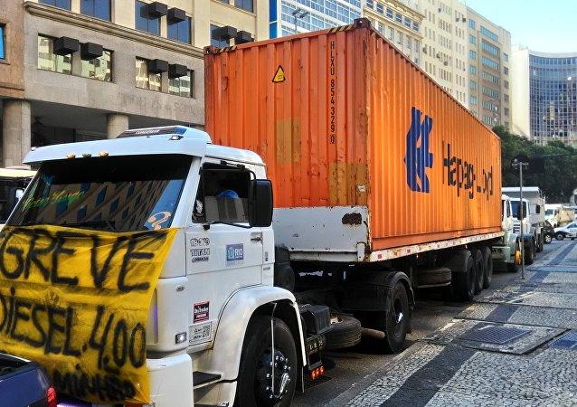 Manifestação de caminhoneiros no Rio de Janeiro como parte de mobilização nacional da categoria contra os preços altos dos combustíveis no Brasil (arquivo)