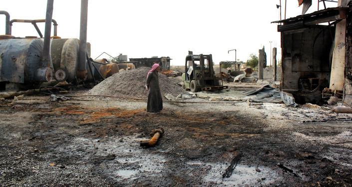 Refinaria de petróleo supostamente atacada pela coalizão internacional, liderada pelos EUA, no norte da Síria (foto de arquivo)