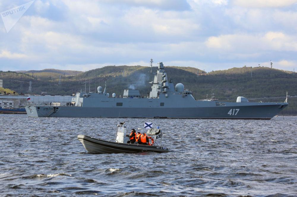Fragata do projeto 22350 Almirante da frota da União Soviética Gorshkov durante os exercícios