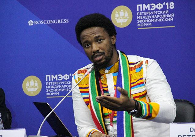 Diretor executivo da edição BRICS Journal, Afrika Mkhangala, no Fórum Econômico Internacional de São Petersburgo (SPIEF), em 26 de maio de 2018