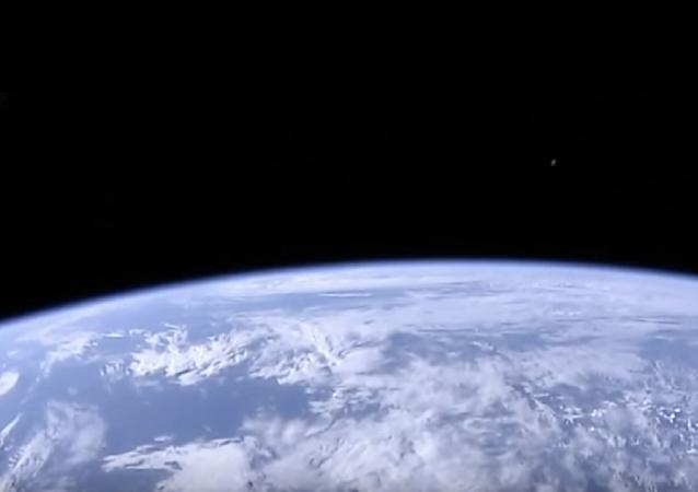 NASA interrompe transmissão depois de aparição da Lua roxa e verde