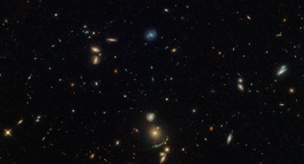 Arco verde na constelação de Leo capturado pelo observatório espacial Hubble
