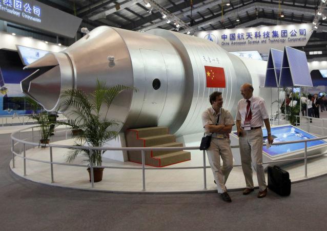 Modelo da estação espacial chinesa Tiangong-1 em salão aeroespacial na China