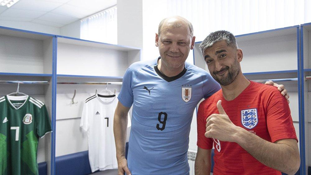 O técnico-assistente Miroslav Romaschenko (Uruguai) e o meia Aleksandr Samedov (Inglaterra)