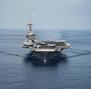 Porta-aviões USS Carl Vinson no mar do Sul da China