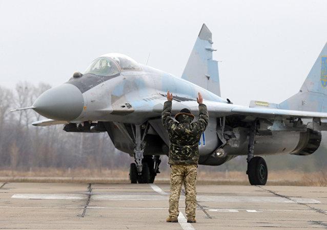 Caça ucraniano MiG-29 estaciona na base aérea de Vasilkov perto de Kiev, Ucrânia (foto de arquivo)