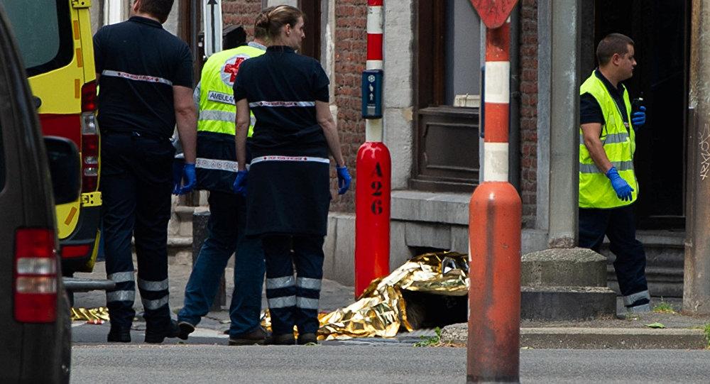 Agentes do serviço de emergência de Liège no local onde um homem matou três pessoas na terça-feira, 29 de maio de 2018