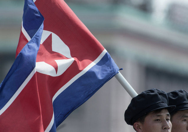 Bandeira norte-coreana ostentada em Pyongyang