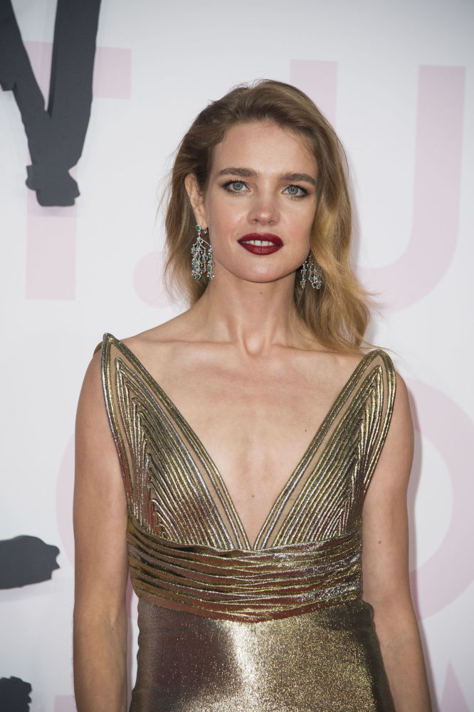 Modelo russa Natalia Vodianova posando durante o evento Fashion For Relief 2018 no âmbito do festival de cinema de Cannes, 13 de maio de 2018