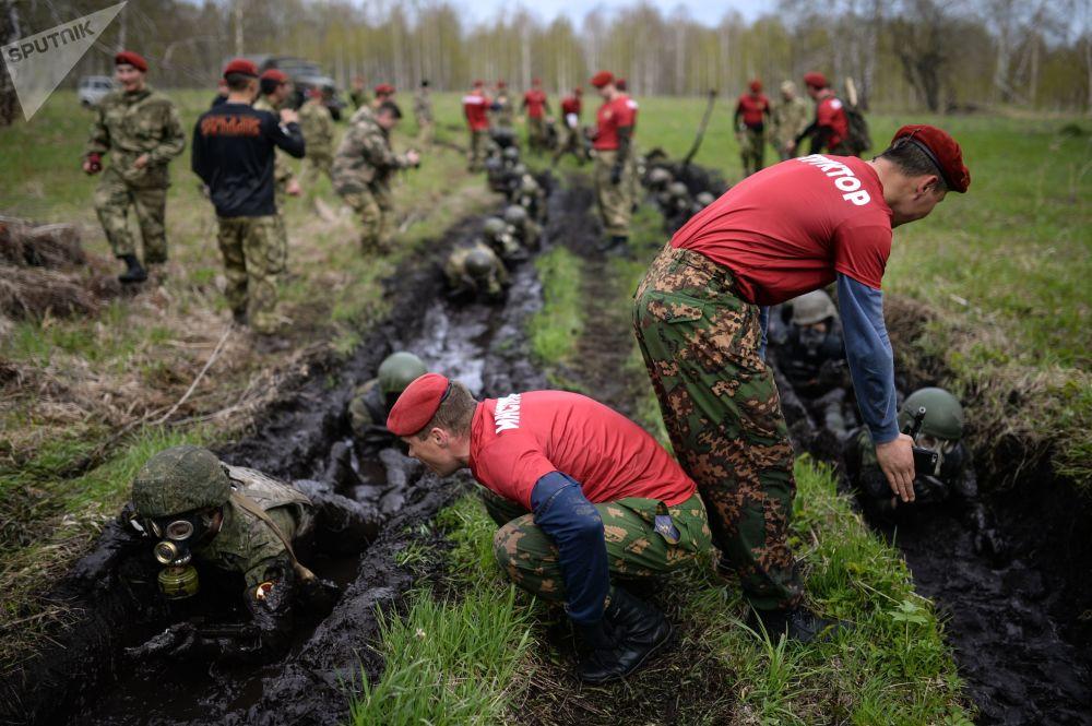 Provas de qualificação de militares e agentes de unidades de operações especiais da Rosgvardiya (Guarda Nacional da Rússia), na região de Novossibirsk