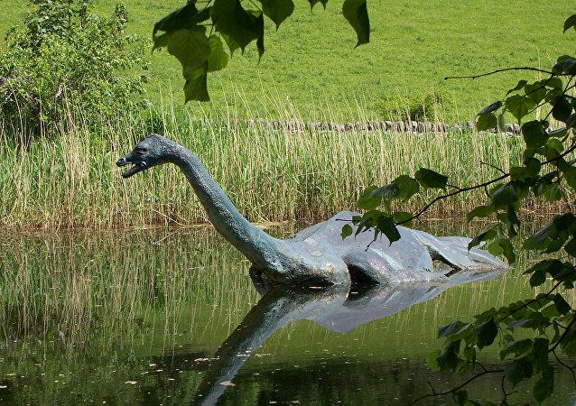 Nesta foto de arquivo de junho de 2006, uma réplica de monstro lendário do Lago Ness, Nessie.