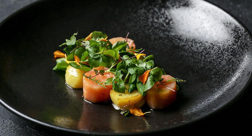 Salmão defumado com batata e ervas caucasianas do Restaurante Baran-Rapan