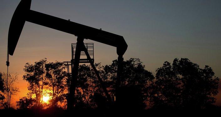 Poço de petróleo nos arredores da cidade El Tigre, no Cinturão de Orinoco, uma das regiões mais ricas em petróleo no mundo
