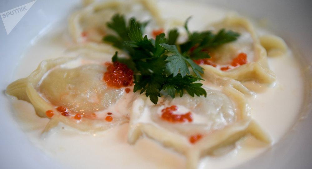 Pelmeni com recheio de peixe lúcio do Restaurante Tchaikovsky