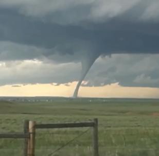 Homem captura formação de tornado em Laramie, Wyoming
