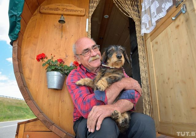 Hubert Wirth com seu cachorro