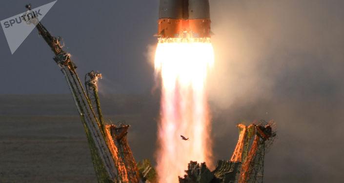 Lançamento do foguete-portador Soyuz-FG transportando a nave espacial tripulada Soyuz MS-09 a partir do cosmódromo de Baikonur