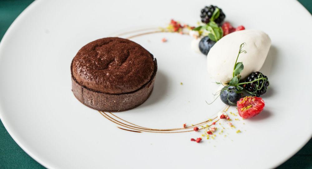 Sobremesa de chocolate do restaurante da cozinha russa Café Pushkin