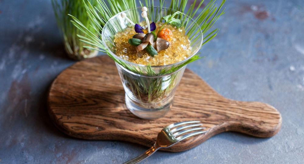 Salada de cogumelos do restaurante da cozinha russa Café Pushkin