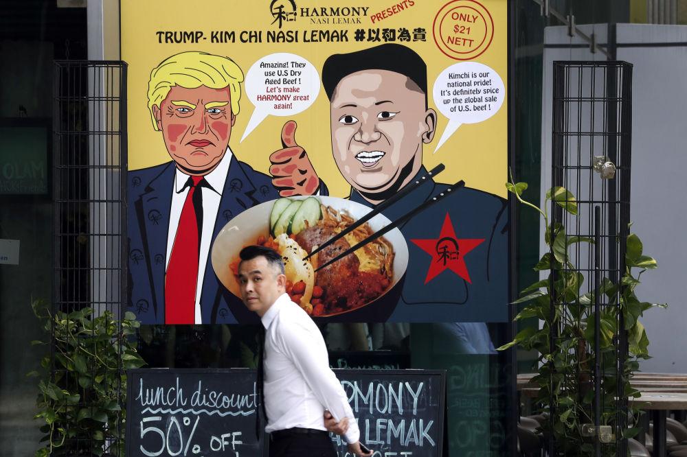 Cartaz publicitário retratando o presidente dos EUA, Donald Trump, e o líder da Coreia do Norte, Kim Jong-un, em Singapura
