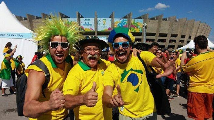 Gaúcho da Copa junto com outros fãs