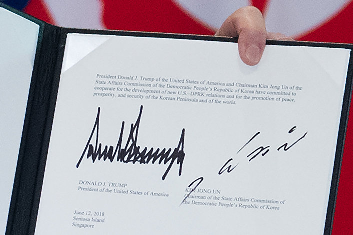 Documento final com assinaturas de Donald Trump e Kim Jong-un