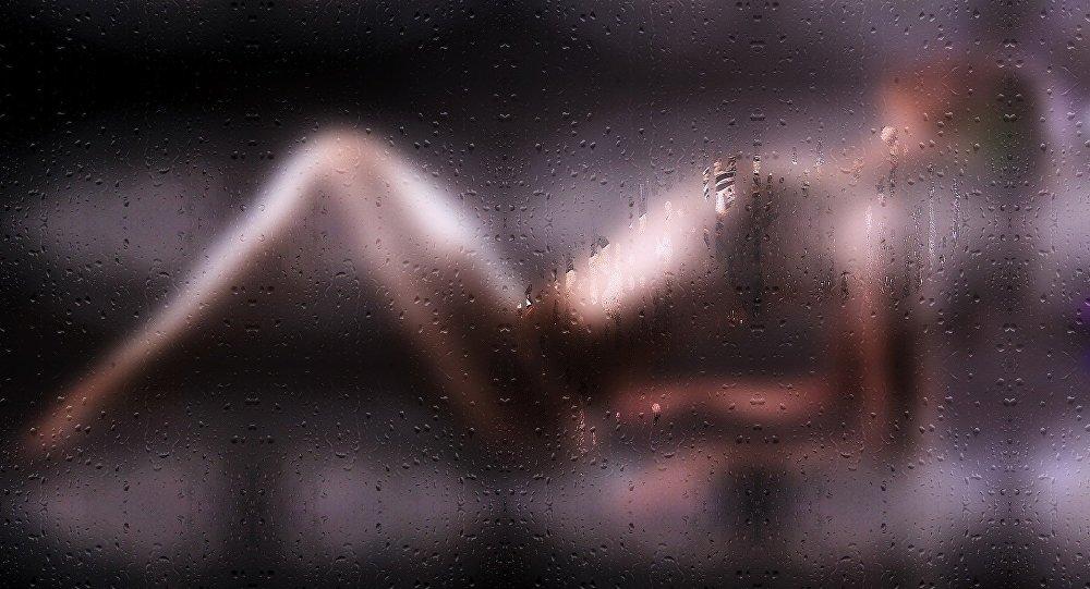 Silhueta de uma mulher (imagem referencial)
