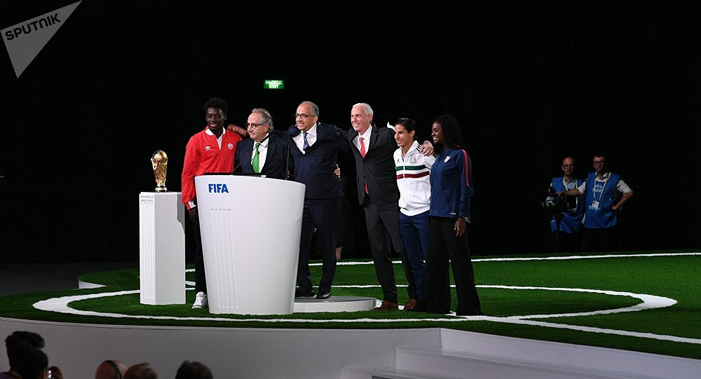 Representantes dos EUA, México e Canadá durante o 68º Congresso da FIFA