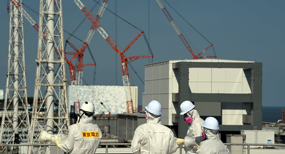 Trabalhadores japoneses de usina nuclear na prefeitura de Fukushima